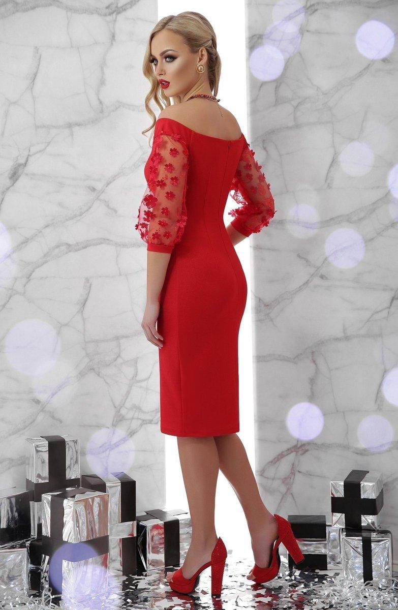 Эффектное платье Розана красное