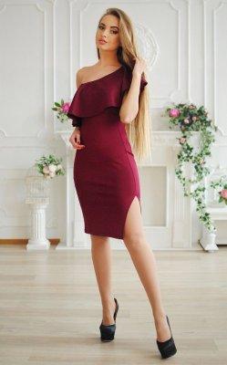 Элегантное платье волан бордовое