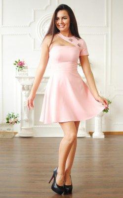 Коктейльное платье в розовом цвете розовое