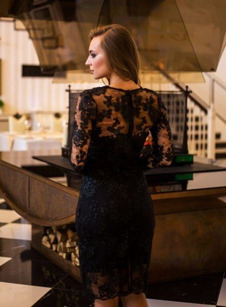 Шикарное платье из дорогого кружева