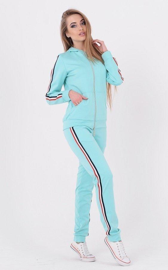 Трендовый спортивный костюм голубой