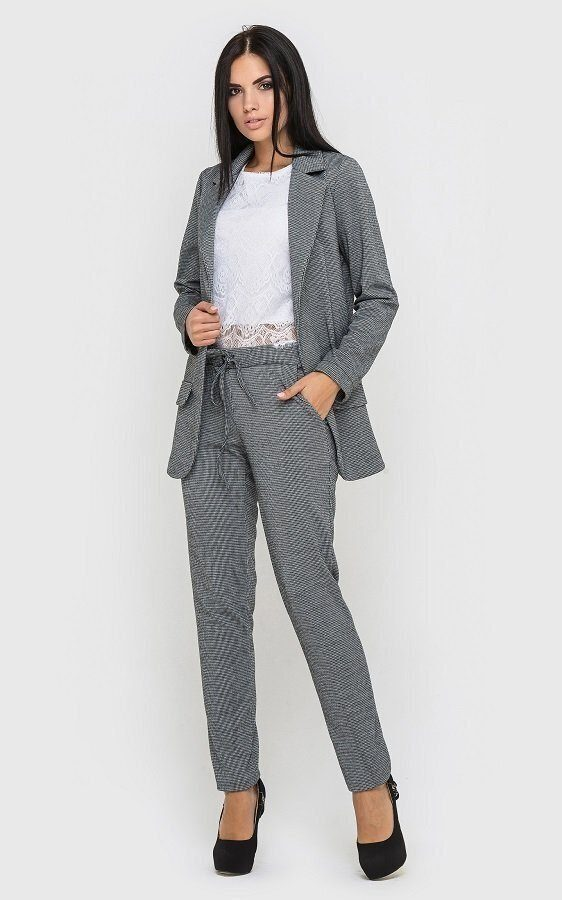 Трикотажный брючный костюм серый